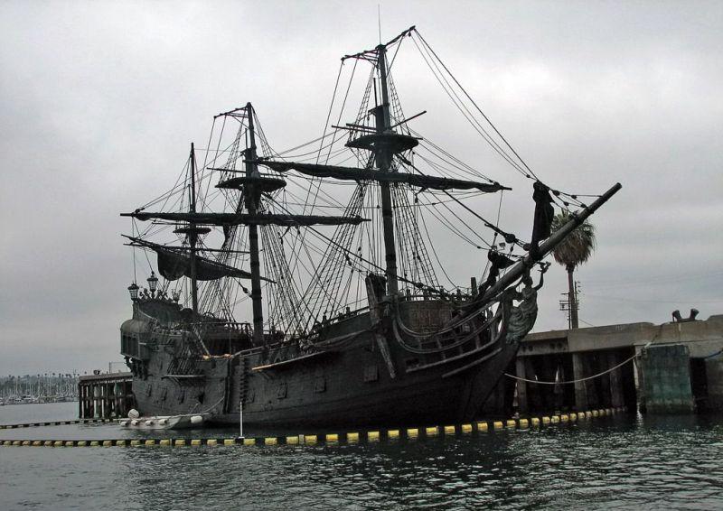 Plack Pearl Pirate Ship